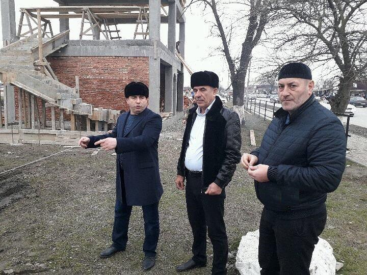 Инспекция строительства в станице Шелковская нового здания автостанции
