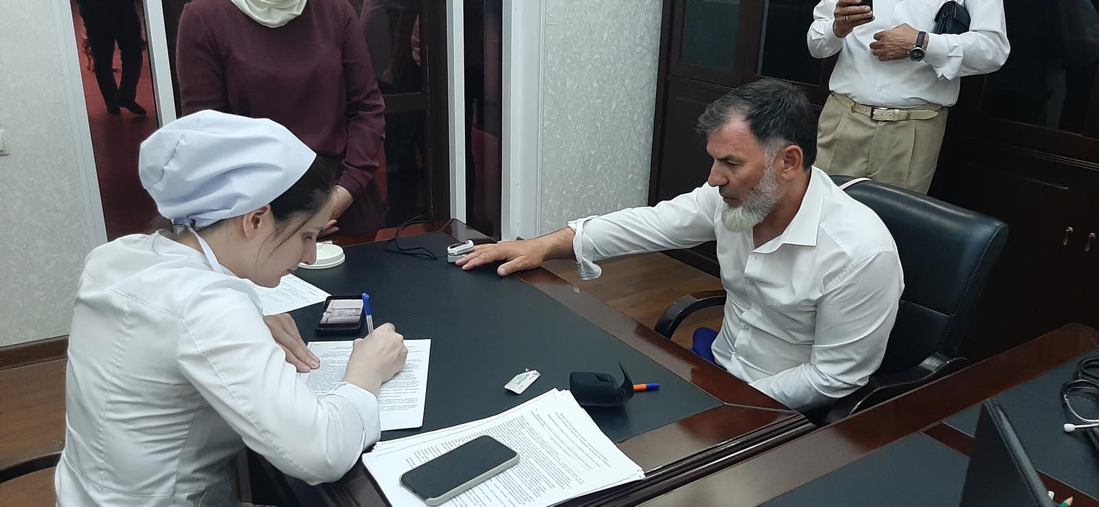 К масштабной вакцинации подключились и сотрудники главного транспортного ведомства республики во главе с министром Рамзаном Черхиговым.